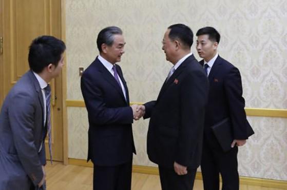 北 리용호-中 왕이 회담…한반도 비핵화 문제, 북중 우호관계 발전 논의
