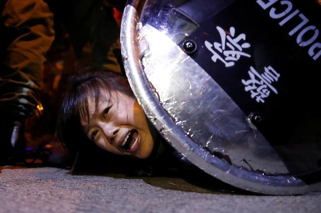 [광화문갤러리] 홍콩 송환법 반대 격화...1만여명 동맹휴학·29개 업종 총파업