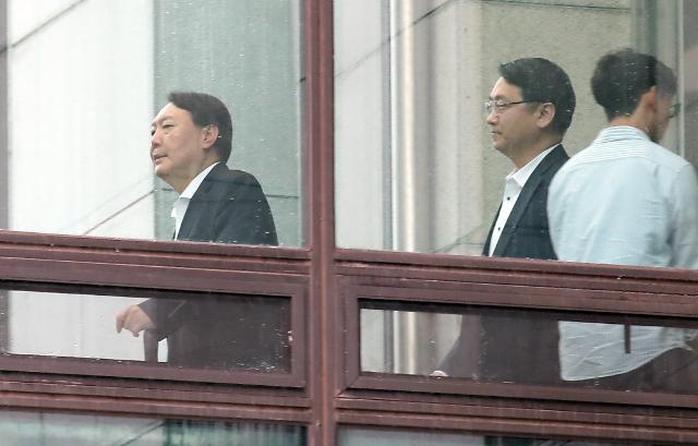"""윤석열 검찰총장, 청와대에 공개 반기... """"수사 가이드라인 안돼"""""""