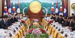 .文在寅会见老挝国家主席本扬.