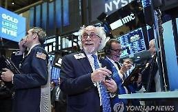 .[全球股市]中美重开高层贸易协商消息传出 纽约股市上涨道琼斯指数1.41%.