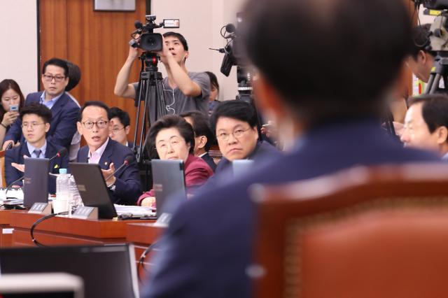 한국당, 조국 임명 반대 공세…대규모 장외집회 검토