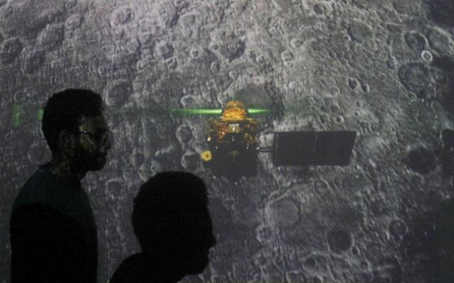 [광화문갤러리] 인도 4번째 달착륙국 꿈 못 이뤘지만…