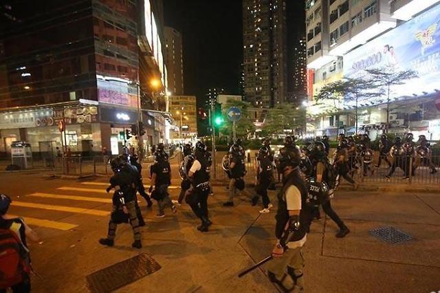 홍콩 시위대·경찰 또 충돌…14세 부상자까지 발생