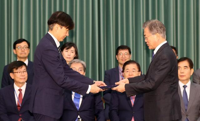 문재인지지·검찰단체사표환영 vs 문재인 탄핵…조국 임명 재가에 실검 전쟁