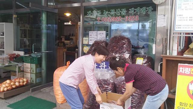 함양 강소농 '강산골' 로컬푸드 매장에 관광객 줄이어