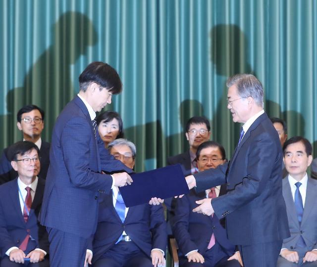 """검찰 개혁 완수하겠다""""...조국 법무부 장관 취임 일성"""