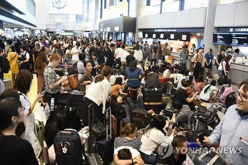 태풍 파사이 탓에...日나리타 공항에 수천명 발 묶여