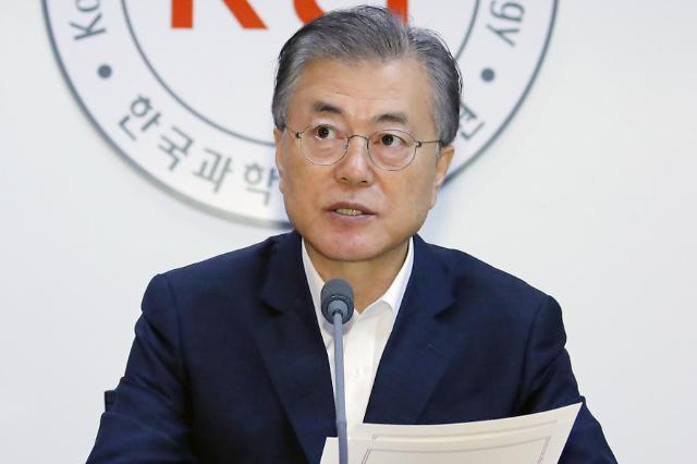 文在寅:加强产业竞争力 打造韩国经济百年基石