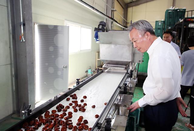 하동 햇밤, 올해 중국 첫 수출길…지리산청학농협 30톤 선적