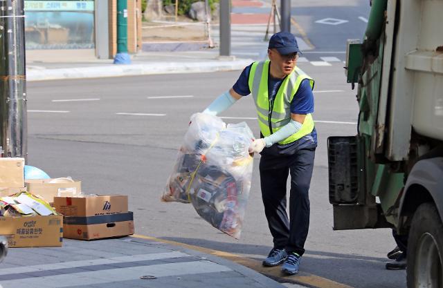 추석 귀경길 도로에 쓰레기 버리지 마세요...올해부터 적발 시 최대 100만원 과태료