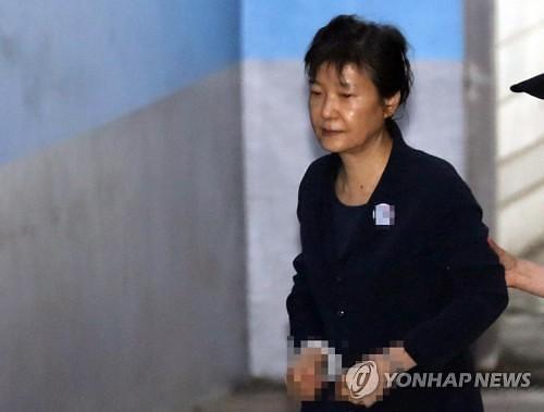 박근혜 전 대통령 외부병원 입원…16일 어깨수술