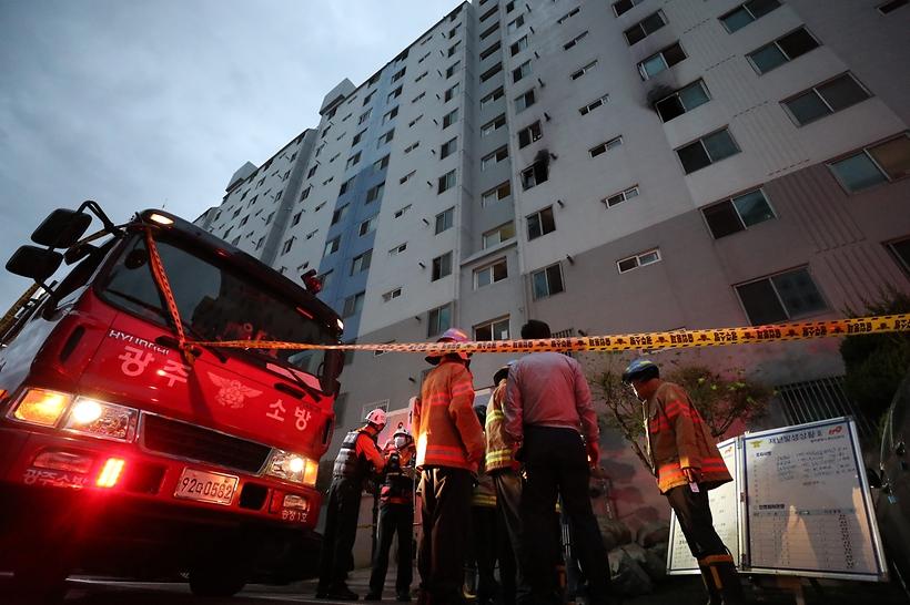 추석연휴 첫날 광주서 아파트 화재로 50대 부부 사망