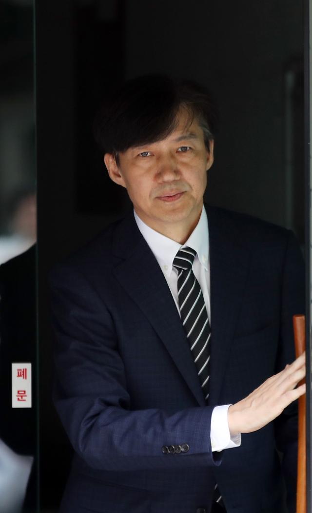 조국, 14일 오전 故김홍영 검사 묘소 찾는다