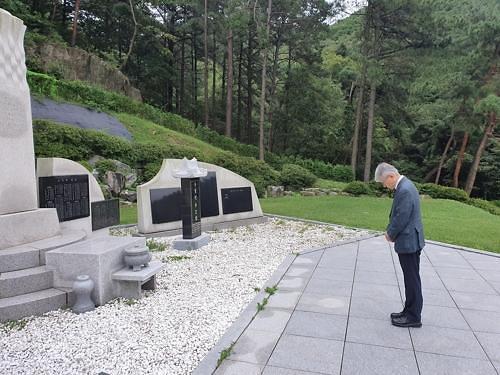 최기영 과기정통부 장관, 순직우정인 추모공원 방문