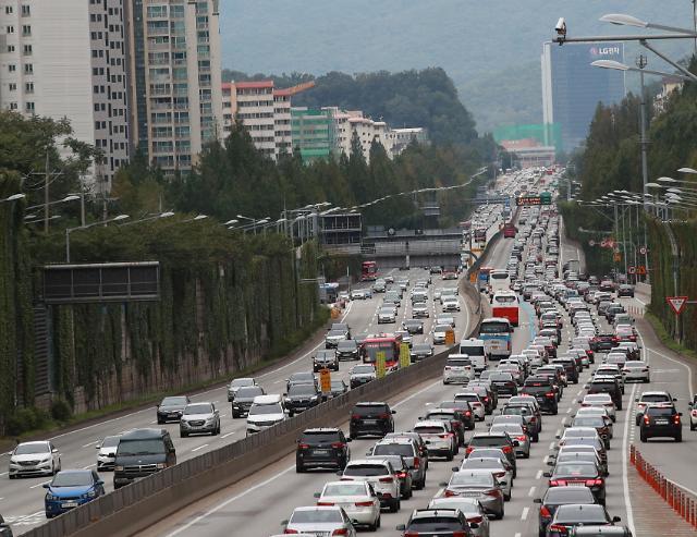 中秋节后首日 韩各高速迎返程车流高峰