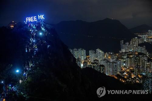 """쇼핑몰로 옮겨간 홍콩 시위...""""미중 무역협상 의제돼야"""""""