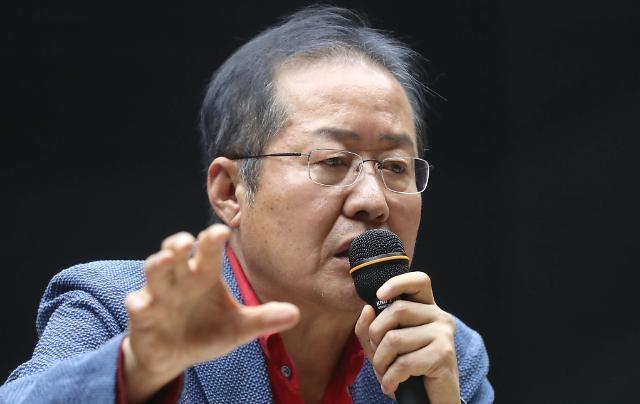 나경원 사퇴 거론한 홍준표...민경욱과 페북 설전'