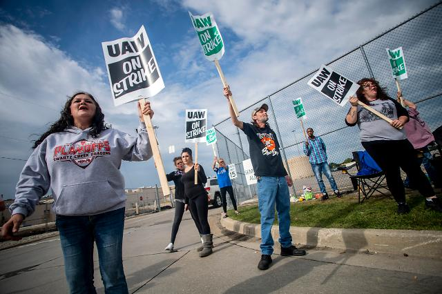 [포토] 미국 GM 노조 12년 만에 파업 돌입