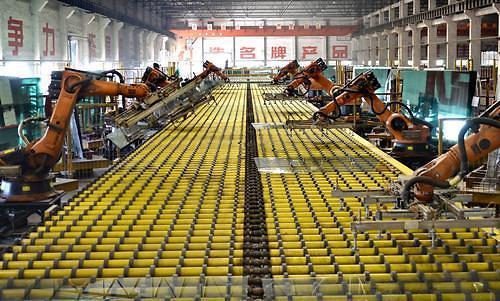 중국 8월 산업생산 증가율 17년래 최저…추가 경기부양 목소리 커질 듯(종합)