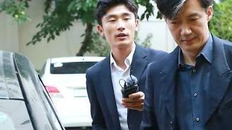 Truy tố yêu cầu bắt giữ người thân của Cho Kuk