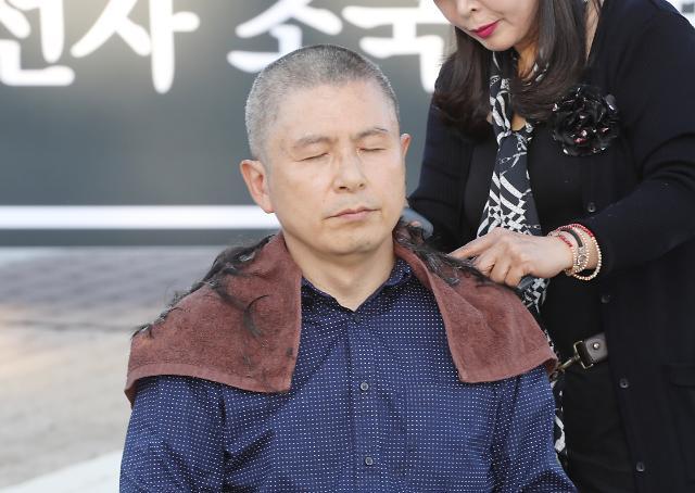 """황교안 삭발 애국가 속에서 진행…""""문재인 정권에 항거"""""""