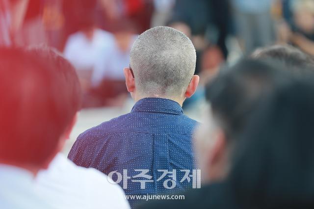 [광화문갤러리] 황교안 대표, 제1야당 대표로 첫 삭발 감행