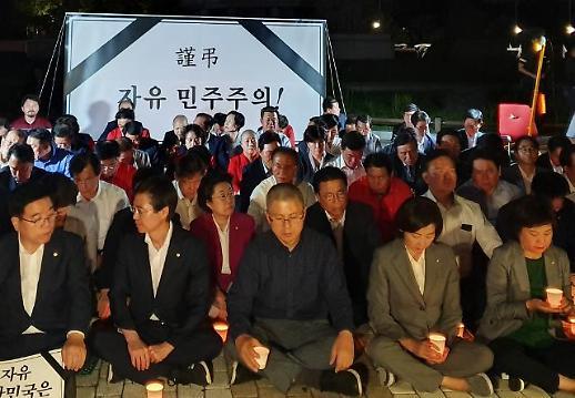[포토] 청와대 앞 촛불 밝힌 한국당