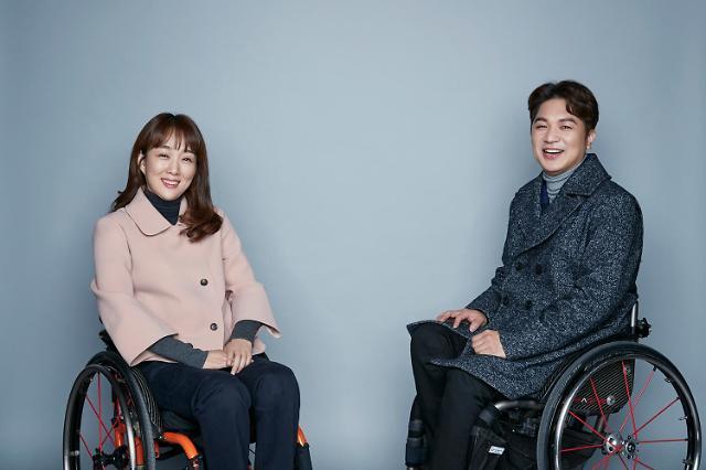 삼성물산 패션 하티스트, 휠체어 사용자 위한 '매직핏 코트' 출시