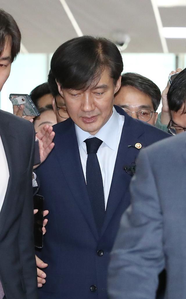 한국당 삭발 릴레이에도 마이웨이 조국…與지도부·文의장 예방