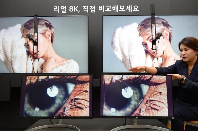 """LG전자 """"자사 OLED 4K가 삼성 QLED 8K보다 뛰어나"""""""