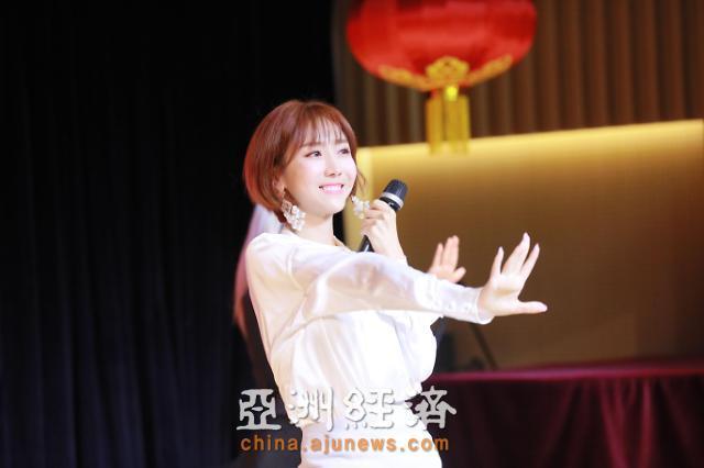 歌手河宥菲献唱韩中友好歌咏比赛