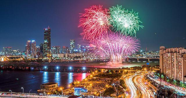 """""""10만발 불꽃이 한강 수놓는다""""…한화 불꽃축제 20주년 이어가"""
