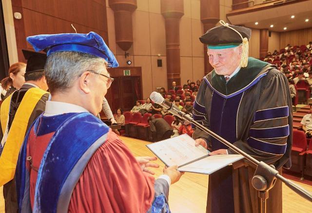 한림대, C형간염 치료제 권위자 안데스 할베리에 명예박사 학위 수여