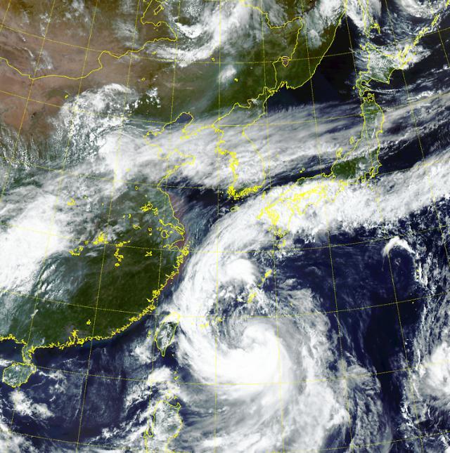 17호 태풍 타파 경로 오키나와서 세력 키우고 있어…주말부터 한반도 영향권