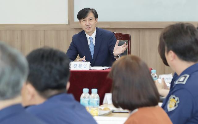 [한국리서치] 조국 검찰개혁 추진, 긍정적 52% vs 부정적 35%