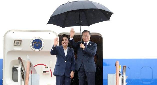 韩总统文在寅启程赴美