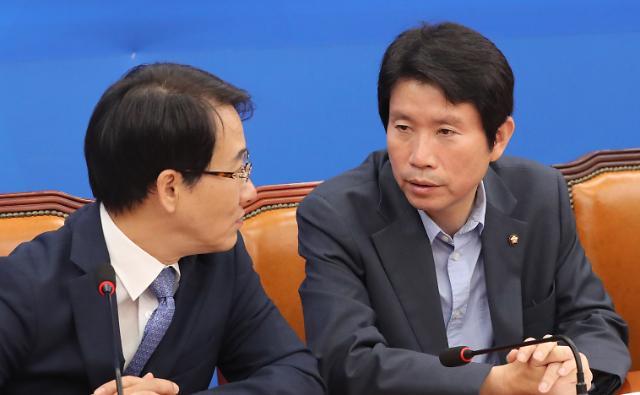 민주 52시간 근로제 유예 할까…의총 공개논의는 보류