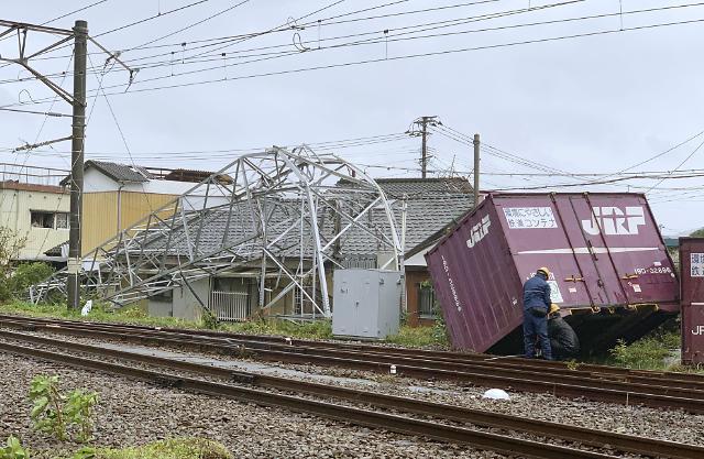 [포토] 일본 강타한 태풍 타파, 피해 잇따라