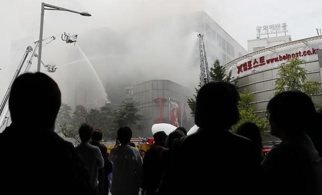 首尔市内一大型传统市场发生火灾