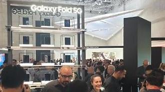 Samsung Galaxy Fold cháy hàng… Bán hết veo chỉ sau 30 giây
