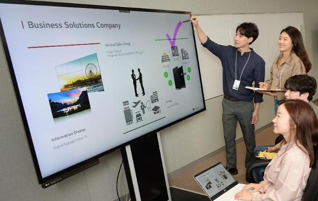 LG unveils new electronic blackboard installed with smart technology