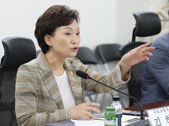 국토부, 내달 민간택지 분양가 상한제 시행 강행