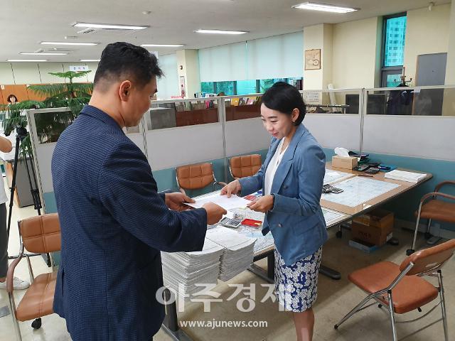 3기 신도시 반대 일산 주민, 이윤승 고양시의회 의장 주민소환 서명부 제출