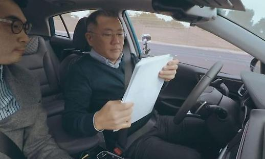 Chung Eui-sun, phó chủ tịch của Tập đoàn ô tô Hyundai thông báo kế hoạch chi tiết về điều hành xe khóng người lái.