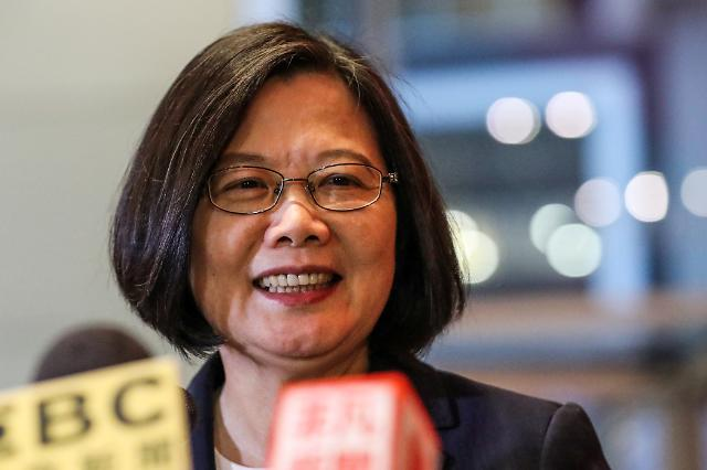 대만 대선 지지율 1위 차이잉원이 직면한 단교 도미노 악재