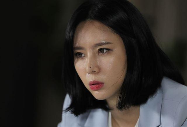 경찰, 윤지오 강제수사 착수…후원금 사기 의혹 혐의