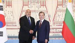 .文在寅会见保加利亚总理鲍里索夫.