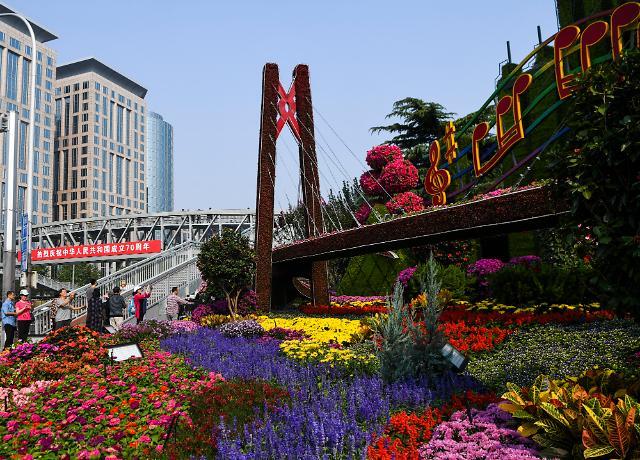"""""""들썩 vs 애도""""...중국 건국 70주년 앞둔 두 도시 상반된 표정"""