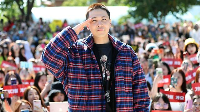 FT ISLANDs Lee Hong-gi says farewell to fans before joining boot camp